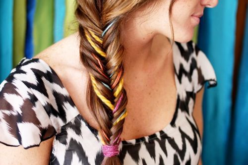 I want to try this yarn trick in my hair. =D