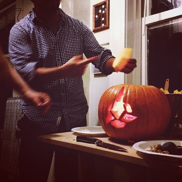 thelastgreatpoolparty:  @ferociousj demonstrating proper Klingon pumpkin lidding procedure. (Taken with Instagram)