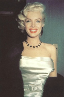 alwaysmarilynmonroe:  Marilyn in January 1953.