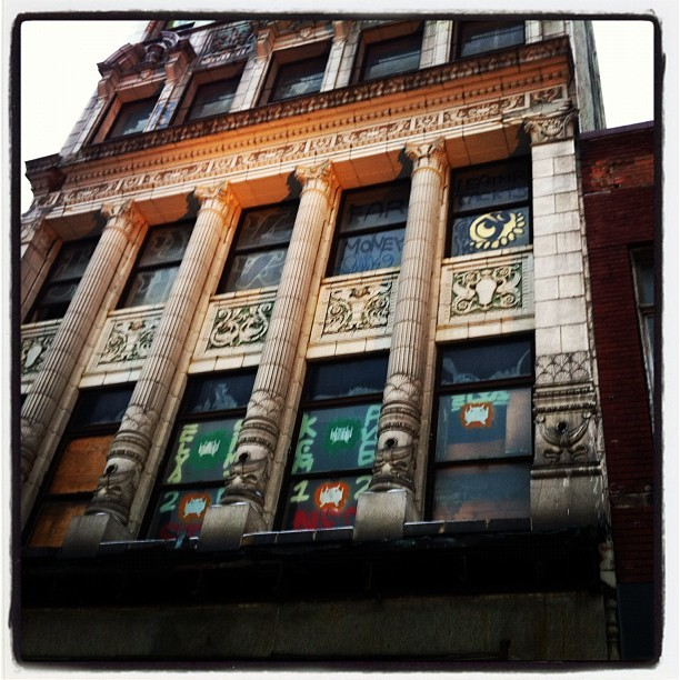 #detroit #architecture #graffiti #streetart invader? Wurlitzer building. (Taken with Instagram)
