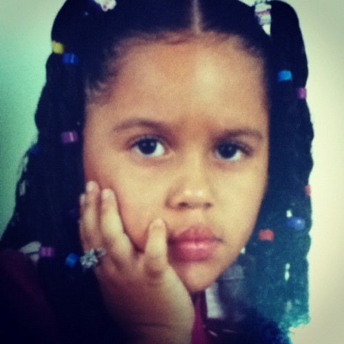 Eu já fui fofa #me #mine #childhood #angry #girl #gurl #curls #hair #fun #funny #hand #eyes (Publicado com o Instagram)