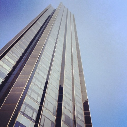 Me empequeñece la altura… #NYC #architecture #sky #buildings  (Taken with Instagram at Columbus Circle)