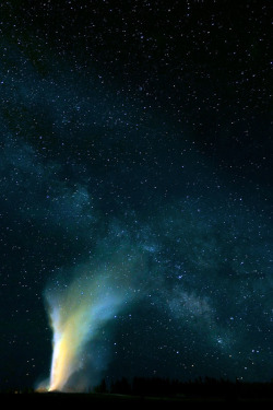nosens:  ©Robert Howell | Night Sky Landscapes | Yellowstone / MilkyWay and Old Faithful (by Robert Howell _)