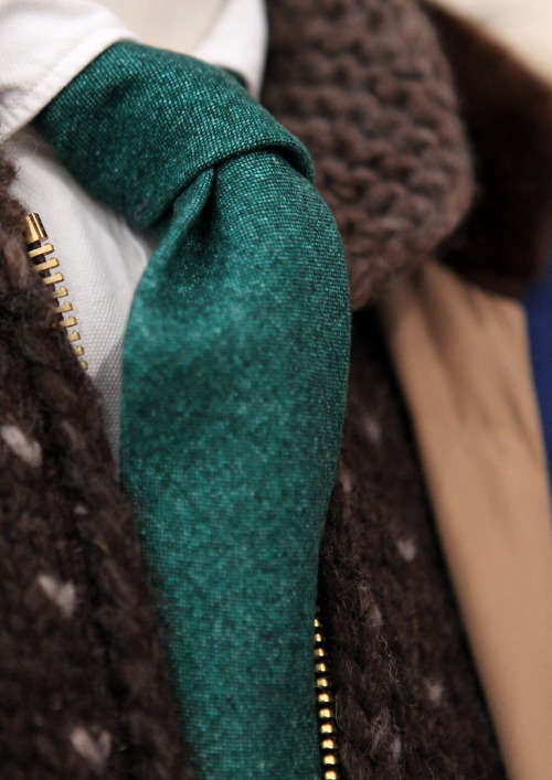 "thesuitup:  landerurquijo:  Solid green tie"",pair it with brown and white / Corbata lisa de color verde"",combinala con marron y blanco  Love the tie colour."