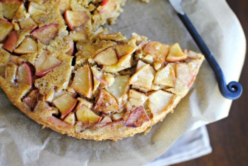 yummyinmytumbly:  Upside-Down Cinnamon Apple Honey Cake