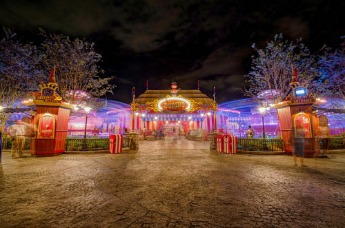 The Golden Walkways of New Fantasyland by Kristopher Michael on Flickr.
