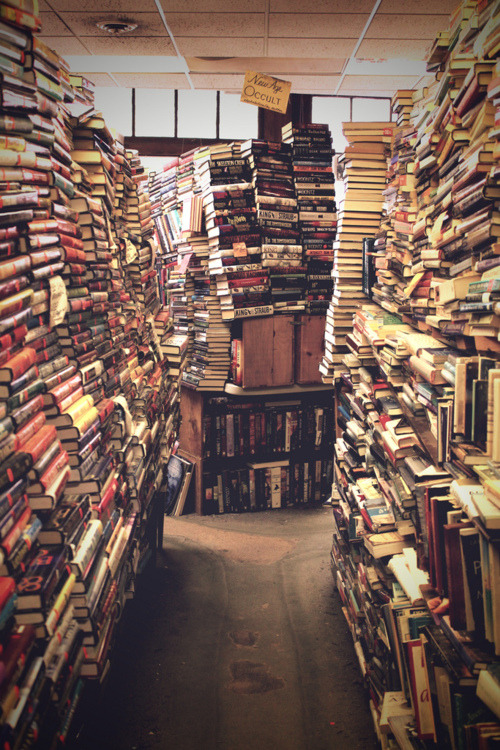 Swoon. livefortravel:   Bookstore in Salem, Massachusetts.  I love this place! My favorite bookstore in the world.