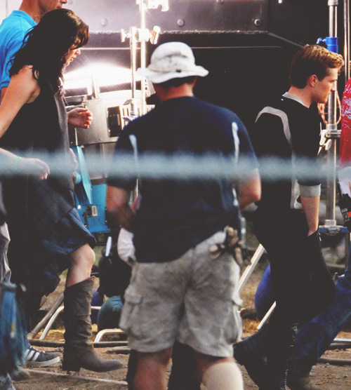 the-ignited-mockingjay:  Josh and Jen on set of Catching Fire