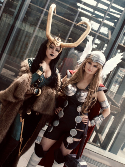 chicagoartnerd:  deconsecrator:  taken at Melbourne Armageddon expo by our lovely photog Rach ♥Jane as Earth-X lady Thor & myself as lady Loki  YES. GOOD.