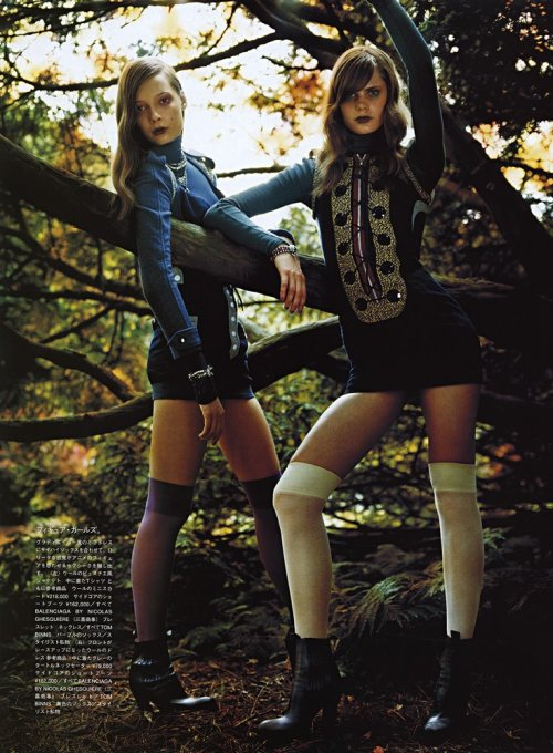 tiiu kuik and adina fohlin by max vadukul, vogue nippon december 2003
