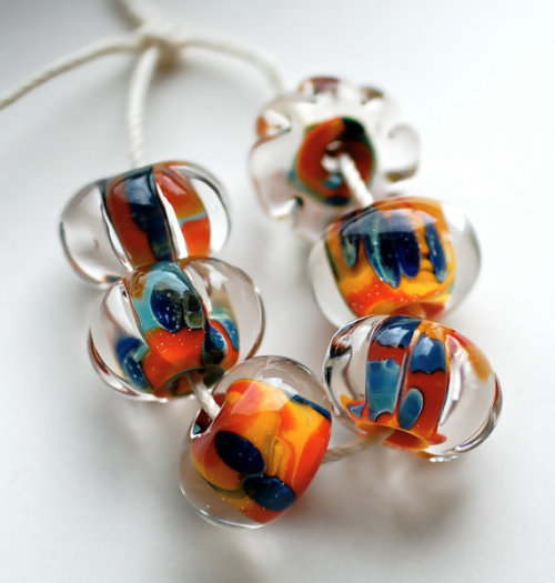 a handmade lampwork bead supply shop!  so glowy and pretty!  yay! click to see!