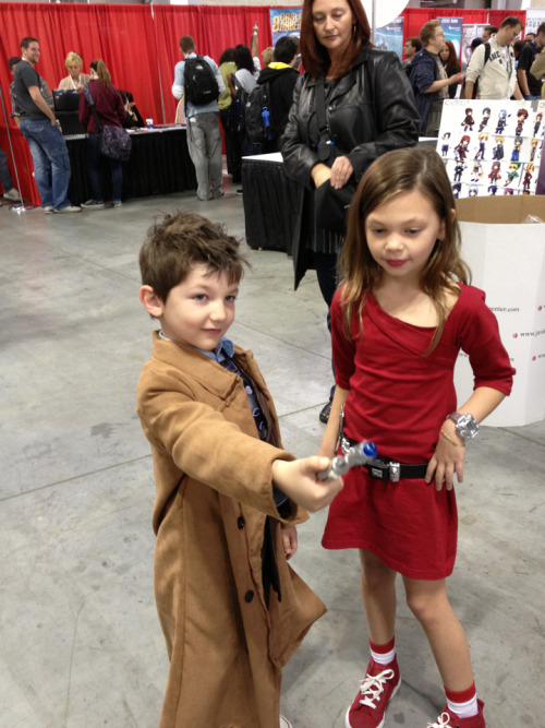 Tenth Doctor and Oswin Oswald cosplay at New York Comic Con littlenim:  The cute little Ten and Oswin were my favorite bit of NYCC.