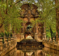 bluepueblo:  Luxembourg Gardens, Paris, France photo via tobias