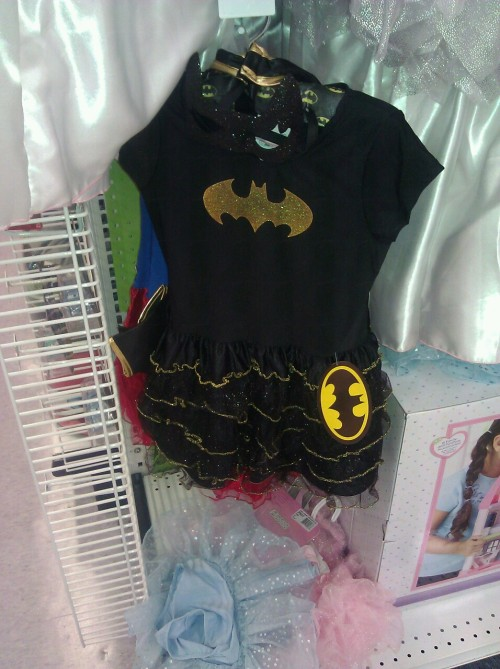 Batman princess dress. If I had a daughter, I'd totally buy this for her.