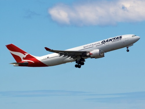 Qantas A330 leaving Sydney  Type: Airbus A330-203 Registration: VH-EBL Location: Kingsford Smith International Date: 27/11/2011