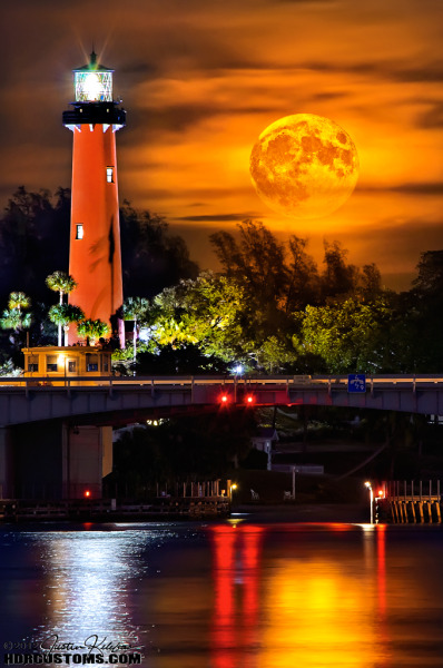 http://www.hdrcustoms.com/photosamples.html Jupiter-lighthouse-full-moonrise-night-portrait-justin-kelefas