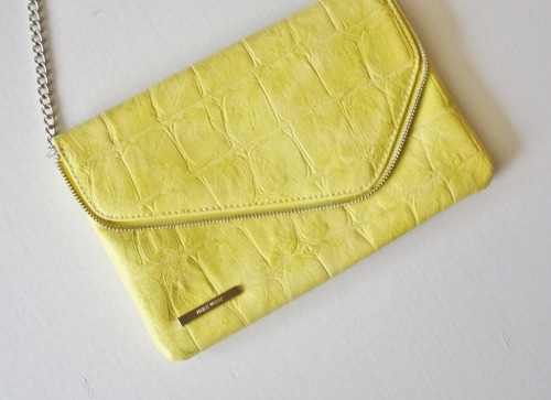 Closet Clean Up New Nine West Neon Clutch Please click here to purchase on my eBay auction page.