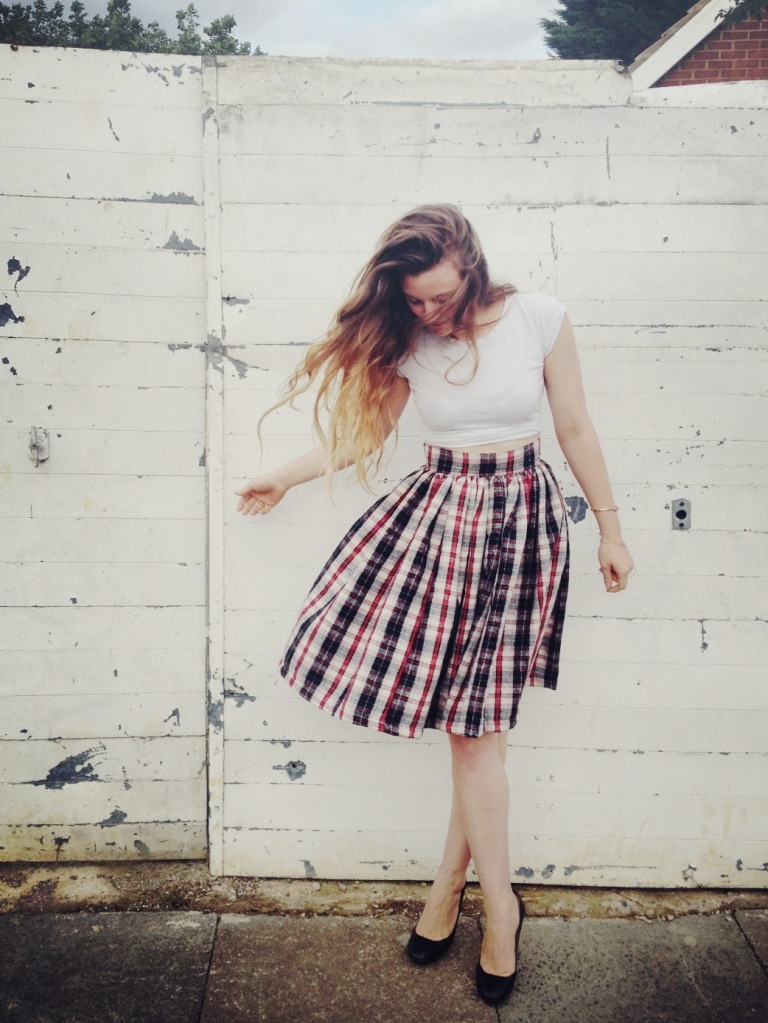 Gathered Skirt | By Hand London Gathered skirts are my all time favourite thing to sew - they are so easy(sew easy? hah!) to make and they give some shape to my barrel of a body! Third best thing - you can make them in all different lengths and fabrics. There are very few people who don't look good in these skirts - and they're really easy to wear. This is a great beginner sewing project. OK, enough talking about gathered skirts, get to it and make one already!