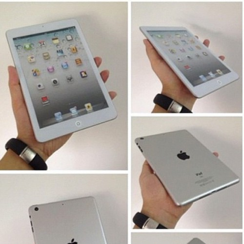 #iPadMini in the hand. Possibly small enough?! #apple #emkwan #avorah (Taken with Instagram)