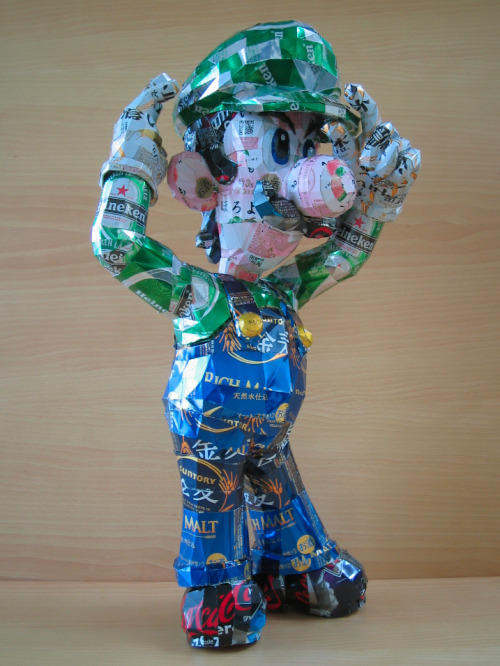 Amazing Aluminum Can Art   I assume the Japanese Artist 'Makaon' fears no paper cut because these are made from super sharp, blade like aluminum cans. Lugi must have been a fun one to do… Heineken cans, Heineken cans everywhere. check out more here. Like this? Follow me on twitter here.