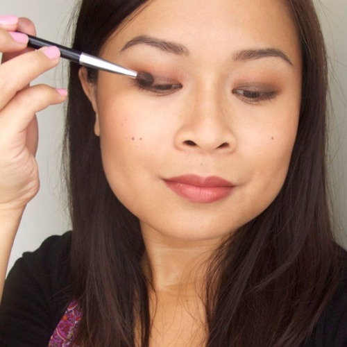 Make-Up Tutorial: Smoky Brown Sunset Eyes Love fall's romantic colour palette? Here are 7 easy steps to wear the season's colours on your eyes.