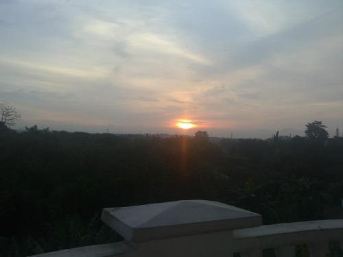 The wonders a sunset view can do to you. :) I am foreverly loving our mini balcony.