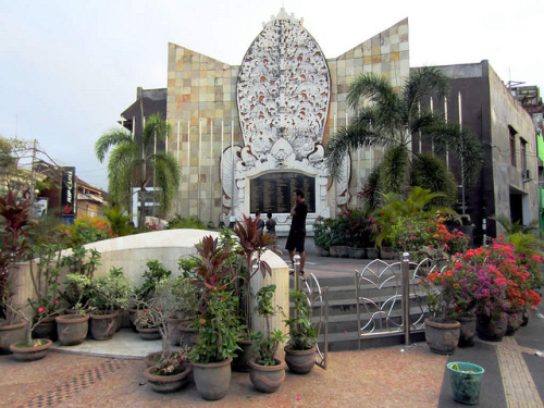 "Bali bombings: 10 years later, progress and some bumps ahead | The Christian Science Monitor  By Sara Schonhardt A decade after bombs ripped apart two nightclubs in Bali, killing 202 people including 88 Australians, 38 Indonesians and seven Americans, the terrorist organization responsible for those blasts looks weak and fractured. Intelligence warnings that another attack might take place during anniversary commemorations led police to step up security, but by Friday morning they were calling the threat, ""not significant.""  To honor the victims of the 2002 bombings, hundreds of people, including Australian Prime Minister Julia Gillard, turned out for an early-morning ceremony. Indonesia's Foreign Minister Marty Natalegawa gave a speech calling the attack, ""nothing less than an assault on humanity,"" and said Indonesia remained committed to strengthening ""the voice of moderation … and fighting extremism and intolerance in all its forms."" FULL ARTICLE (The Christian Science Monitor) Photo: David Stanley/Flickr"