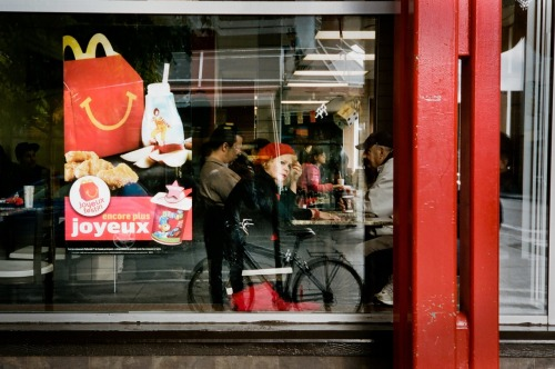 happy meal (joyeux festin).  (35mm film)