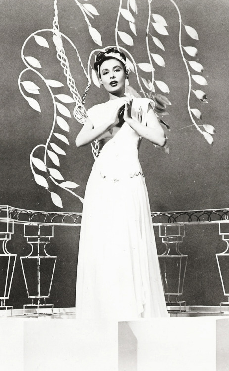 Lena Horne in Till The Clouds Roll By (1946)