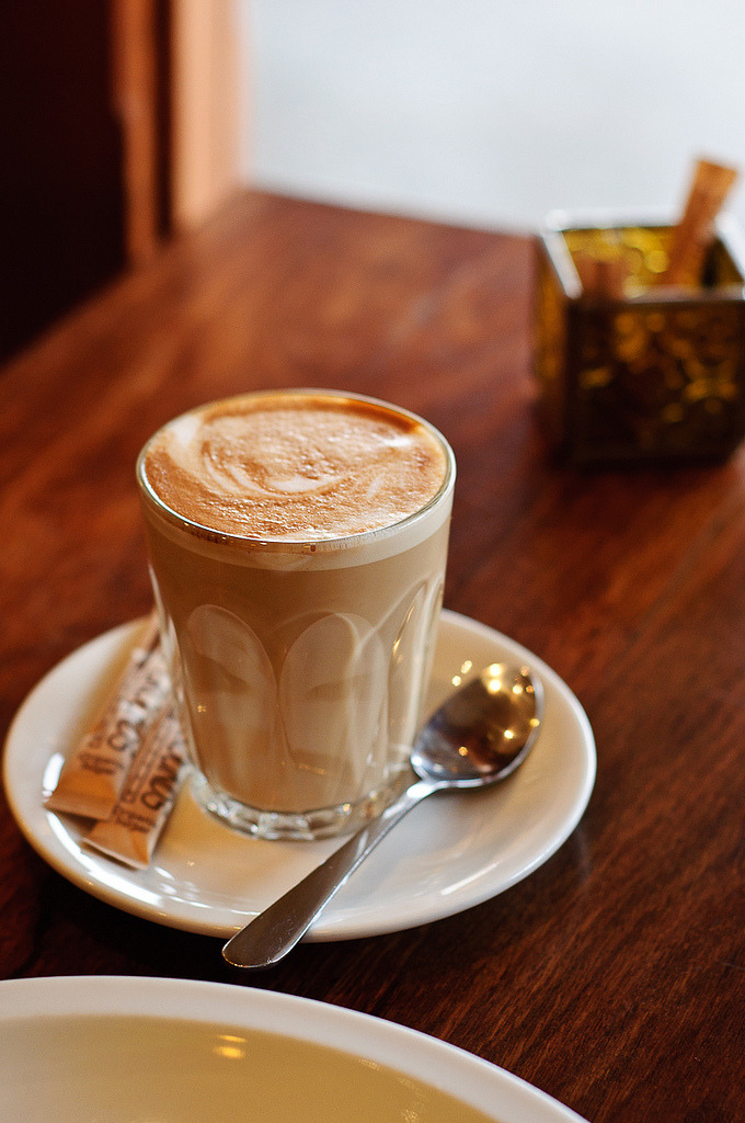 wehavethemunchies:  coffee latte @Himalaya Bakery, Daylesford (by Sonia U)