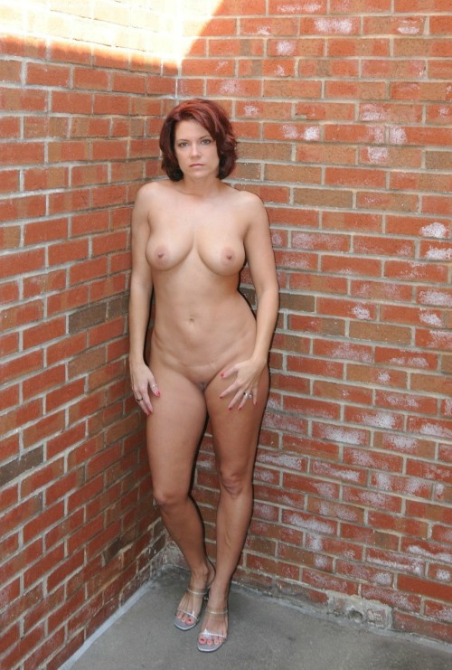 davencentexas:  milfandthick:  Another MILF in the wallhttp://milfandthick.tumblr.com/  Lovely!