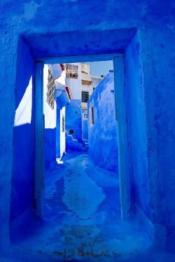 bgdinteriors:  Check out our pinterest. Blue is the color of the week, a lot of fun images to look at! http://pinterest.com/bgdinterior/colors/