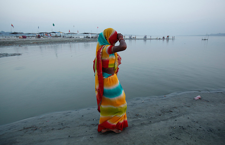 inothernews:  A Hindu devotee arrives for a dip at the confluence of the rivers Ganges and Yamuna in Sangam, India. (Photo: Rajesh Kumar Singh / AP via The Guardian)