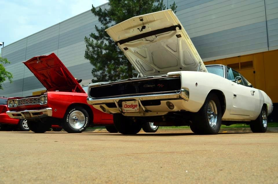 RoadRunner and Charger…Mopar Monday