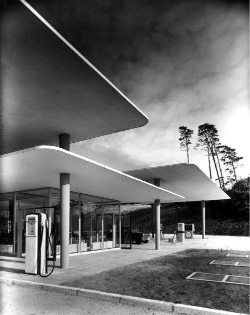 midcenturymodernfreak:  Highway Filling Station with Floating Roof 1953 | Blue Lake, Hannover, Germany | Photo: Heinrich Heidersberge Via