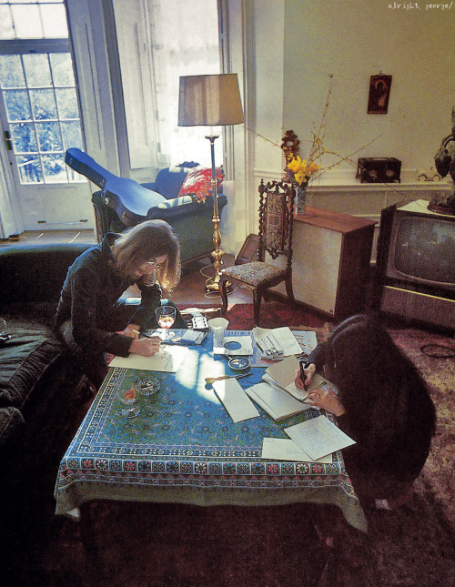 John Lennon and Yoko Ono photographed by Linda McCartney.