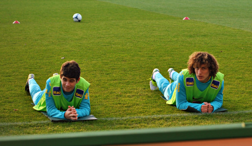 Oscar and David Luiz training real hard…