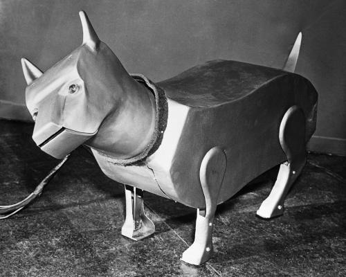 paleofuture:  Sparko the robot dog from 1940  And then there was this. ROBO-EVOLUTION?!