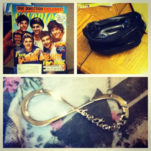 LOOK WHAT I'VE GOT Directioner Infinity Necklace, 1D Edition of Seventeen & a free makeup bag! (Taken with Instagram)