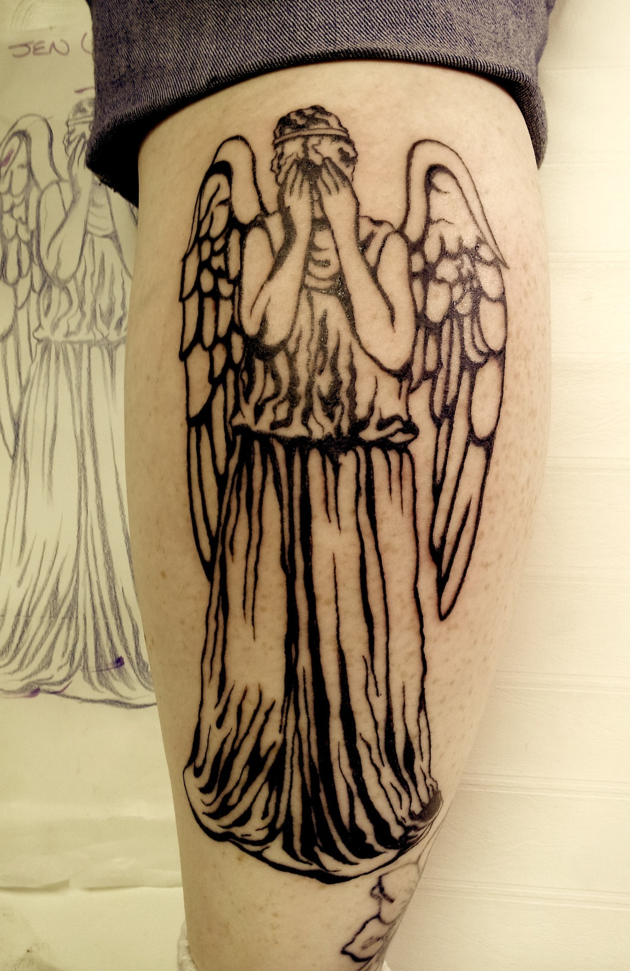 deeeeewashington:  Just finished up this Weeping Angel piece on my friend Jen today! She luvs Dr. Who. :)