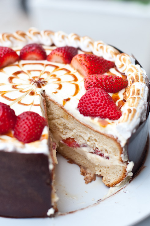 cakeapothecary:  Strawberry Tres Leche cake Recipe——> (via Strawberry Tres Leche cake | eatshowandtell)