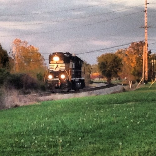 Catch a #train? Just the #Engine? Weird. Always one when I #walk. #walking #walkingspam #mapmyrun  (Taken with Instagram)