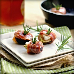 (Prosciutto Figs with Goat Cheese and Rosemary)