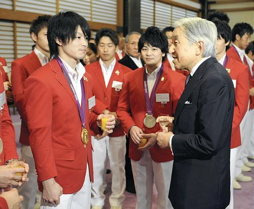 uchimura-san:  supermura:  Tea With the Emperor 2012.10.15  finally koji yamamuro has returned…  Oh Koji's hair…