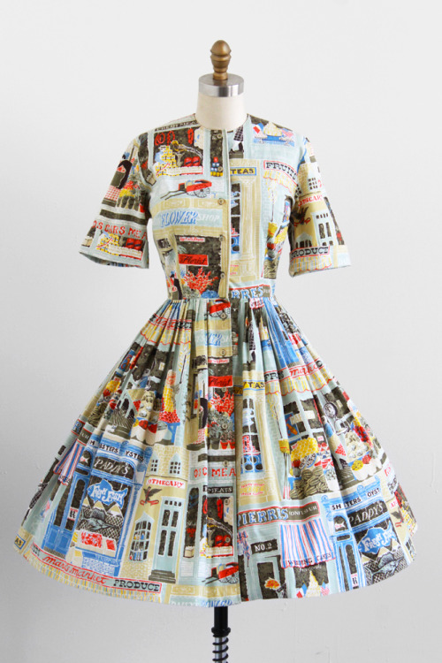 She's right! It is too wonderful for words! rococovintage:  absolutely adorable! | vintage 1950s storefront novelty print dress.