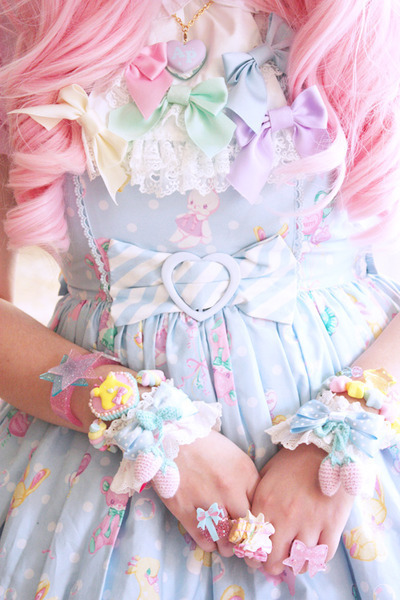 1-classy-nigga:  Kawaii stuff from http://weheartit.com/entry/37199072/via/Mitsuchann