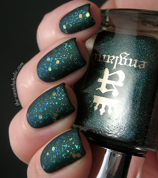 A matte + glitter. Cool combo! (via Jeanette S.(theswatchaholic)| Beautylish)