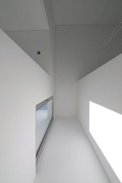stxxz:  House in Paço de Arcos by Jorge Mealha