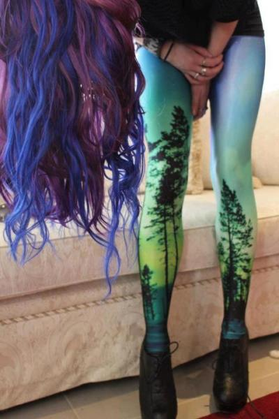 youcankeepthissuitoflights:  Leggings. Want.  someone please get me tights like these!