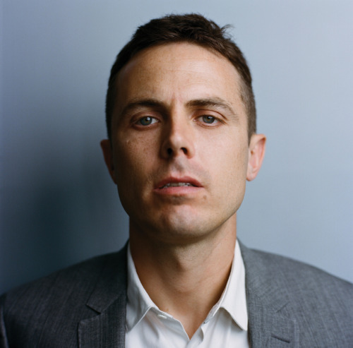 CASEY AFFLECK  iNTERVIEWED BY JRPHOTOGRAPHY BY AUTUMN DE WILDEASSISTED BY DUSTIN STEFANSICSTYLING BY MICHELLE CARIMPONGGROOMING BY KERRIE JORDAN FOR NARS COSMETICSALL CLOTHES BY BURBERRY LONDON — Find the complete feature here.